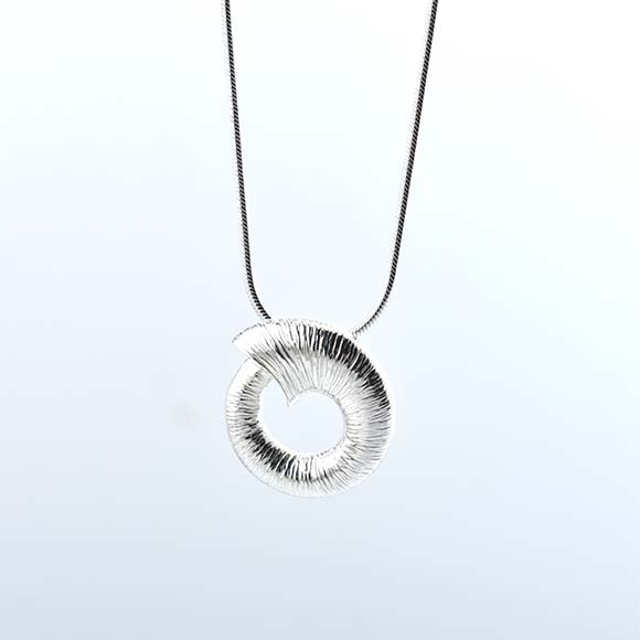 Crio Sliogan Medium Pendant