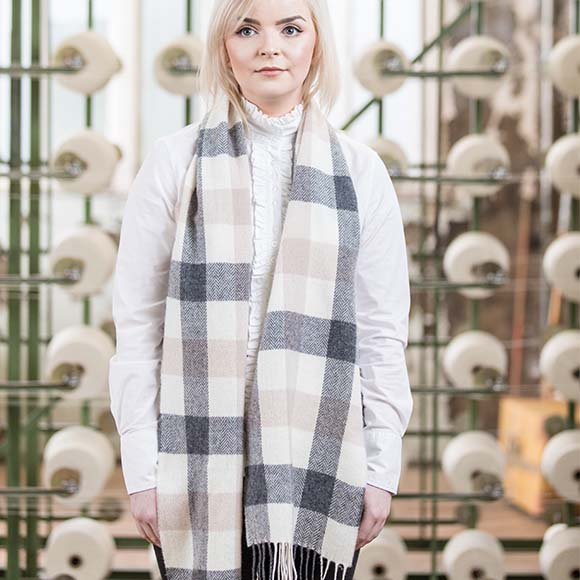 100% Lambswool Scarf, Grey Check